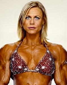 billede af kvindelig bodybuilder